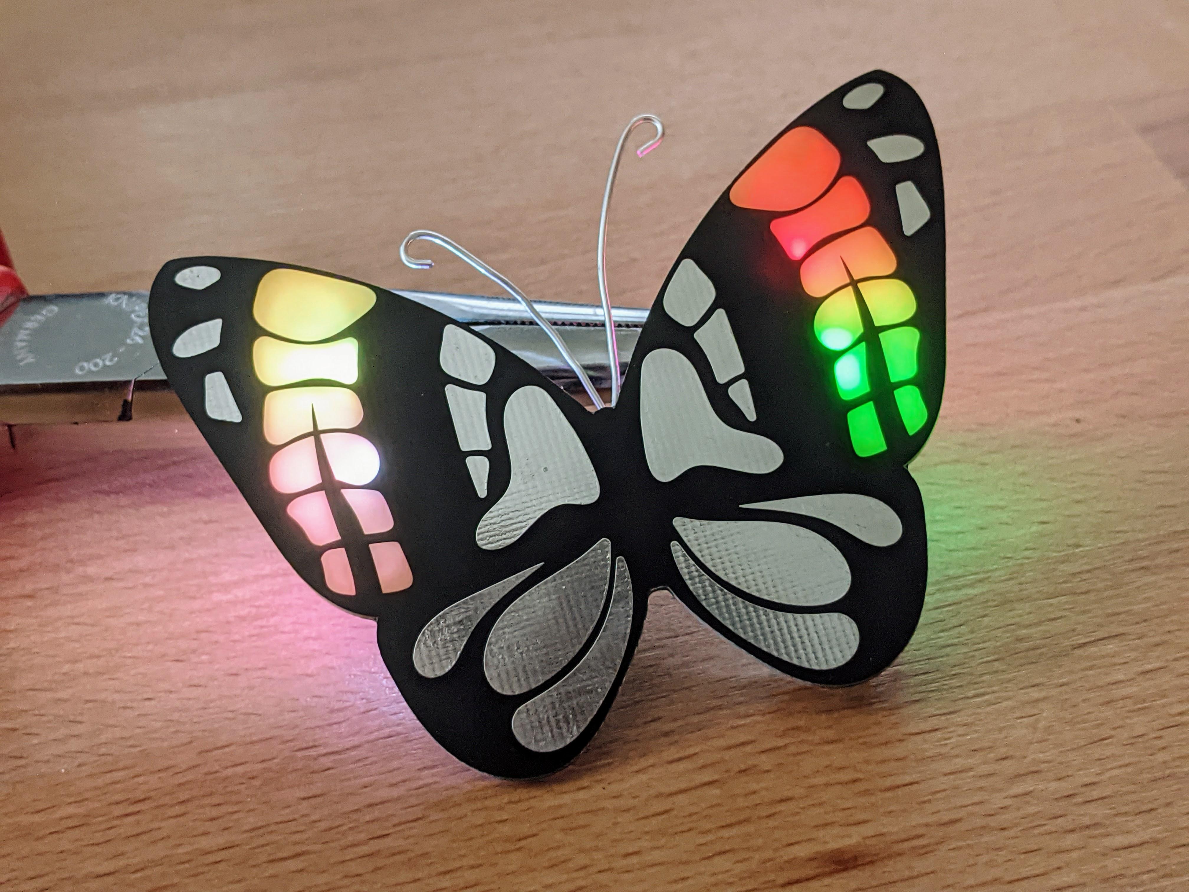 Regenbogen Schmetterling: Wunderbarer Halsschmuck und einfacher Bausatz